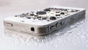 Téléphone échappé dans l'eau - Que faire?